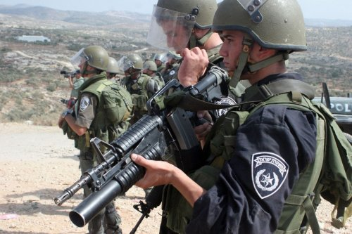 Israeli soldiers keep watch near the Separation Wall in the West Bank [Apaimages]