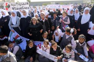Palestinian children come together to call for international efforts to save Gaza from the humanitarian crisis [Mohammed Asad/Middle East Monitor]