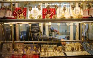 GAZA CITY, GAZA - MARCH 01: A display window of a jewelry store is seen in Gaza City, Gaza on March 01, 2018. Due to the ongoing market, and income stagnation and also the worsening economy, so many jewelry stores faced with lower purchasing power and cash shortage. ( Ali Jadallah - Anadolu Agency )