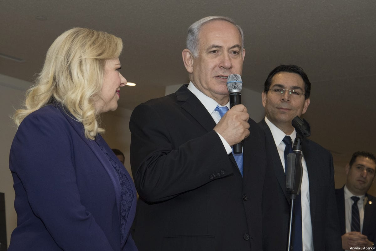 """Israel's Prime Minister Benjamin Netanyahu, seen with his wife Sara Nethanyahu, speaks as he visits the exhibition titled """"3000 years of history: Jews in Jerusalem"""" at United Nations headquarters, Thursday, March 8, 2018 [UN Photo/Eskinder Debebe/Handout - Anadolu Agency]"""