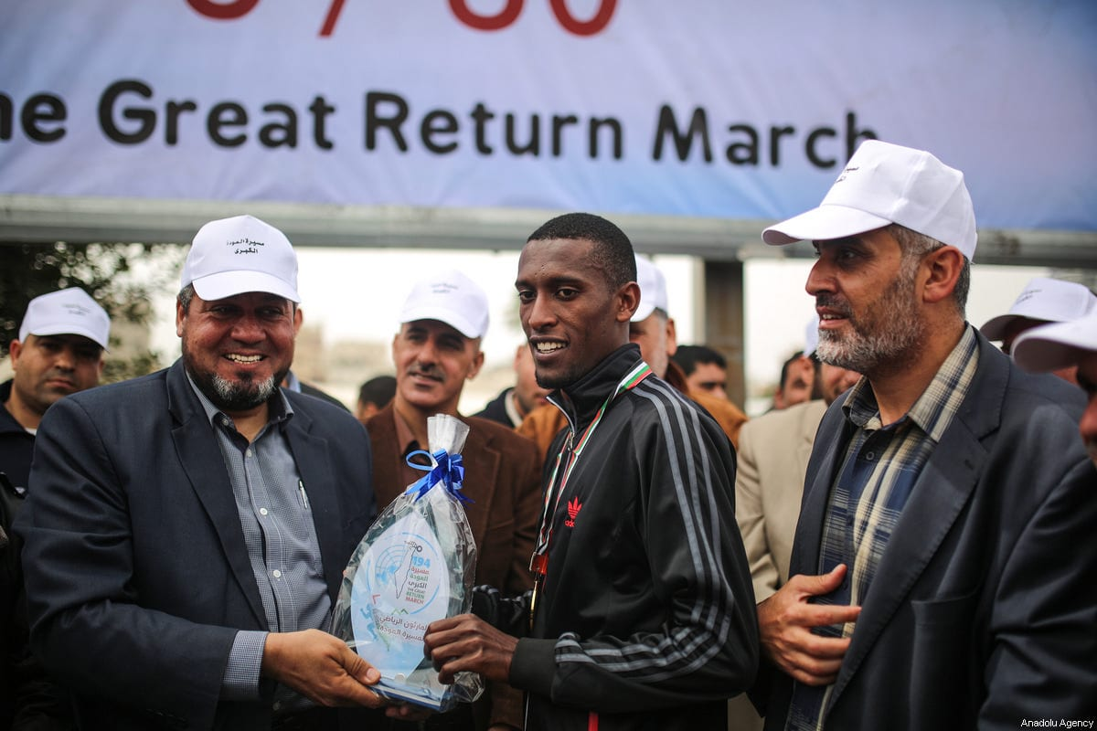 """Palestinian winner Yousuf Ubeyd (C) receives his present at the end of a mass march that held for the """"Great Return March"""" in Gaza City, Gaza on 24 March, 2018 [Mustafa Hassona/Anadolu Agency]"""