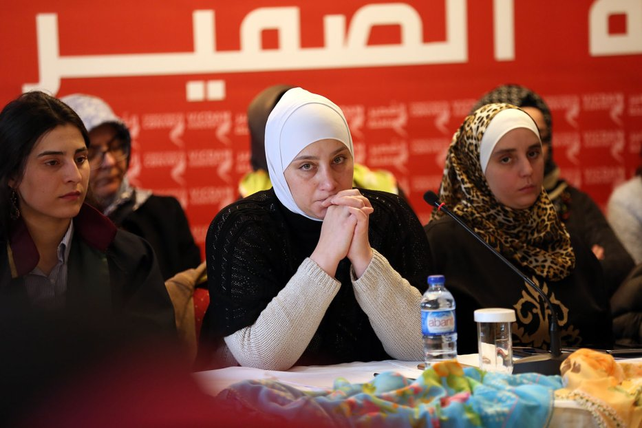 Majd Izzat al-Chourbaji, at a press conference held by the Conscience Convoy in Istanbul, Turkey on March 1, 2018. Al-Chourbaji, a Syrian woman, was tortured in Syrian prisons for 7 months, while her husband died in a Syrian prison. [ihh.org.tr]