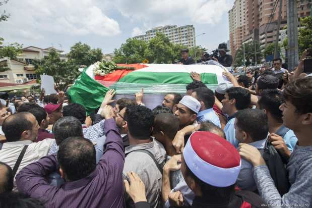 The coffin of Palestinian Fadi al-Batsh is carried out of a mosque after a prayer in Selayang, a neighborhood of Kuala Lumpur on 25 April, 2018 [Alexandra Radu/Anadolu Agency]