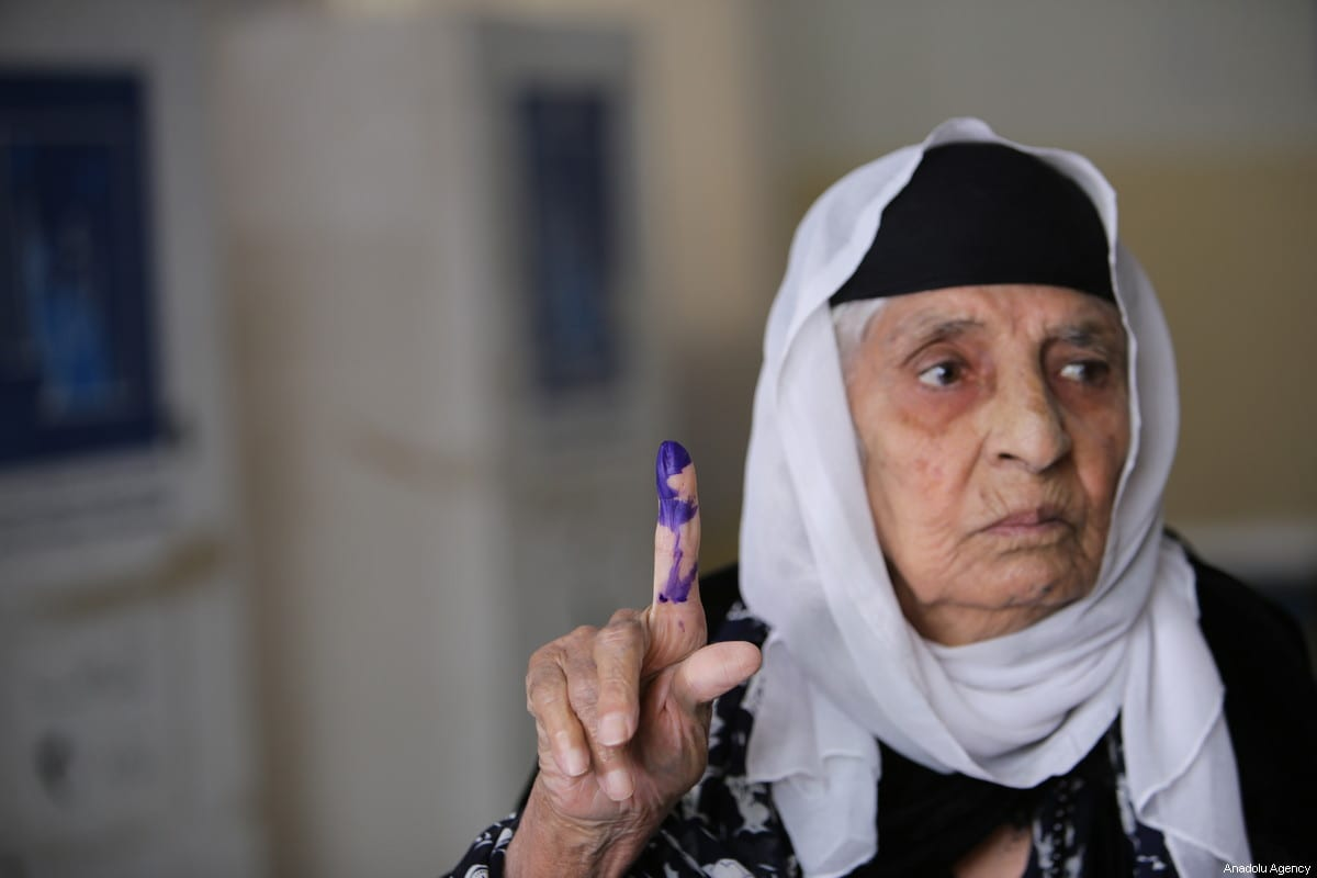 An Iraqi woman poses for a photo after casting her vote at a polling station for the Iraqi parliamentary election in Sulaymaniyah, Iraq on May 12, 2018 [Feriq Fereç / Anadolu Agency]