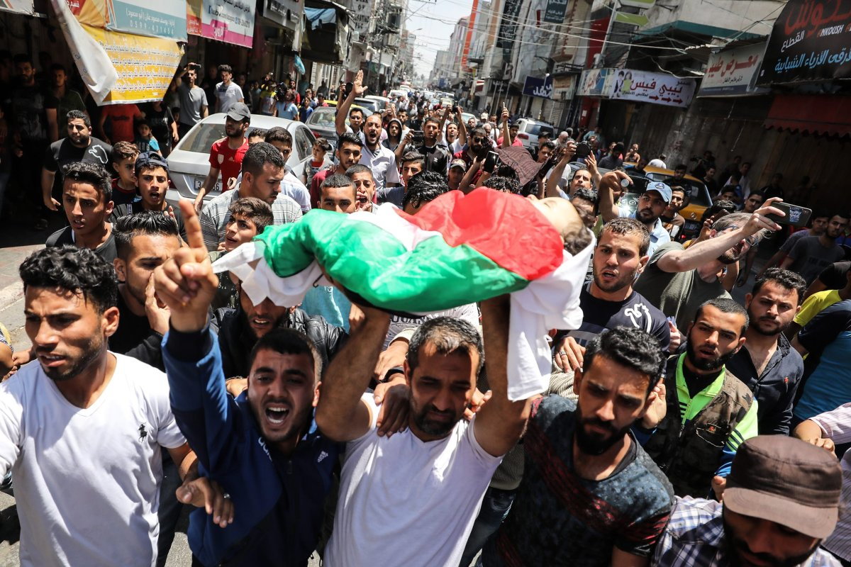 Palestinian mourners carry the body of eight-month-old Palestinian baby Leila Anwar Ghandoour, died from tear gas inhalation during clashes in Gaza the previous day, during her funeral in Gaza City on 15 May, 2018 [Mustafa Hassona/Anadolu Agency]