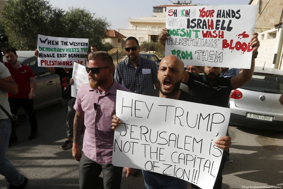 Palestinians hold placards to protest the visit of American diplomats during the US Embassy move to Jerusalem, in Bethlehem, West Bank on 21 May 2018 [Wisam Hashlamoun/Anadolu Agency]