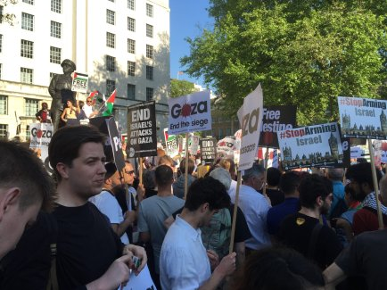 London protest to support Palestine and to call for the end of the siege on Gaza [Middle East Monitor]