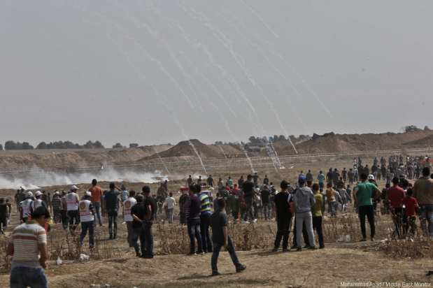 Israeli forces clash with Palestinian protesters at the Gaza and Israel border during the fourth consecutive week of protests, organised as part of the Great March of Return, on 11 May 2018 [Mohammad Asad / Middle East Monitor]