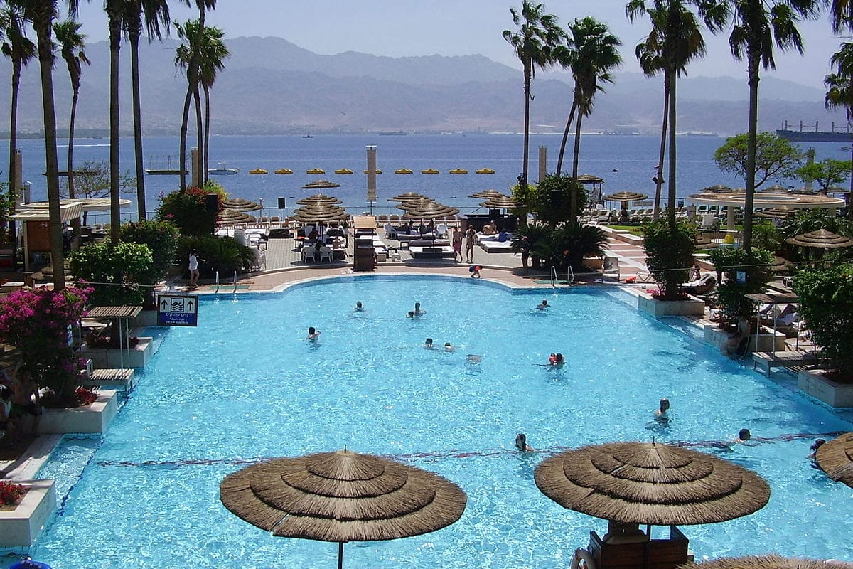 Swimming pool at the Meridian Hotel in Eilat, Southern Israel as seen on April 19, 2010 [Avishai Teicher / Wikipedia]