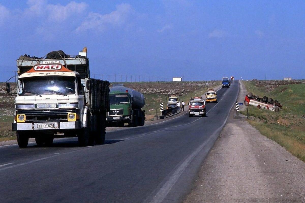 Trucks on the road, from Iraq to Mersin, Turkey, as seen on December 14, 2010 [Joost J Bakker / Flickr]