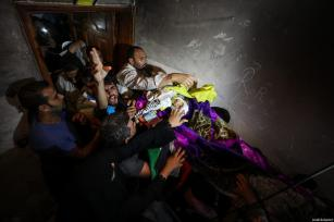 KHAN YUNIS, GAZA - JUNE 02 : Palestinians attend the funeral ceremony of Razan Ashraf Najjar, 21, a female paramedic who was shot dead by Israeli forces while healing wounded demonstrators during 'Great March of Return' protests in Khan Yunis on Friday, in Huzaa neighborhood of Khan Yunis, Gaza on June 02, 2018. ( Mustafa Hassona - Anadolu Agency )