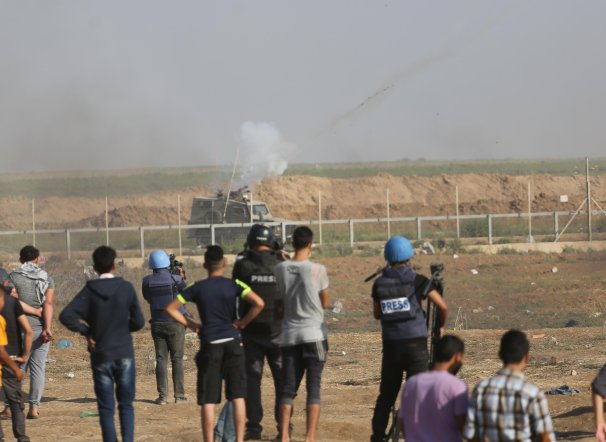 Israeli forces fire tear gas at Palestinian protesters at the Gaza and Israel border on 1 June 2018 [Mohammad Asad / Middle East Monitor]