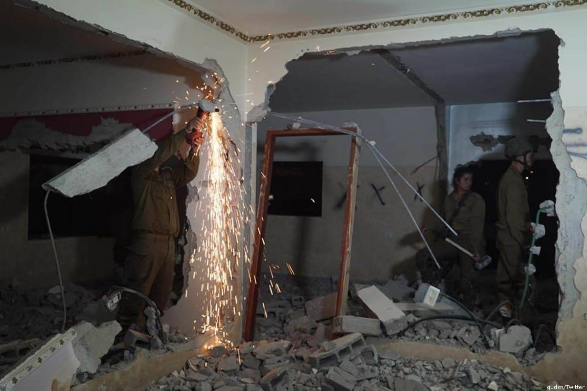 Israeli forces can be seen destroying the family apartment of Palestinian prisoner in the West Bank on 20 June 2018 [qudsn/Twitter]