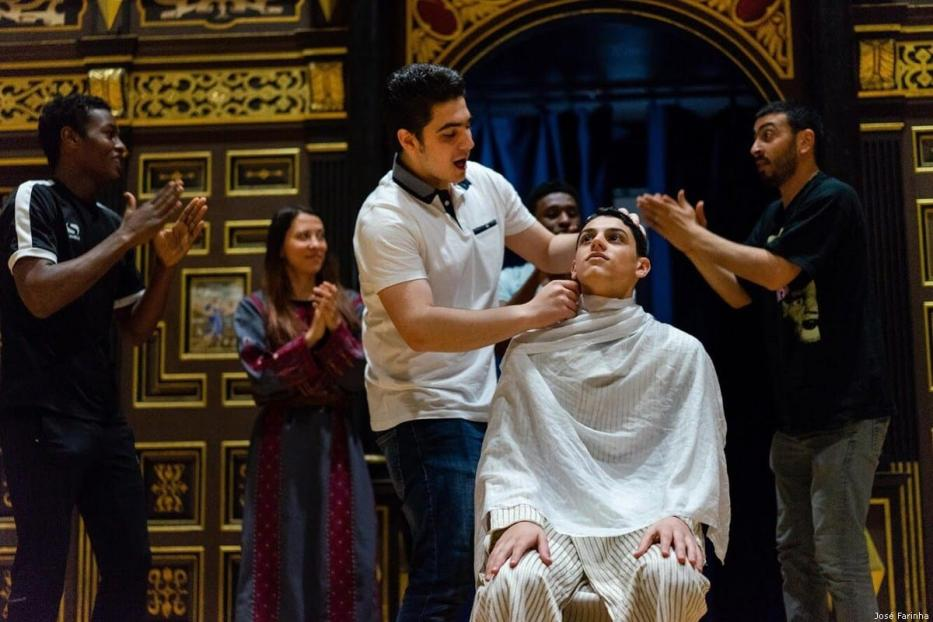 The group rehearse at the Globe Theatre [José Farinha]
