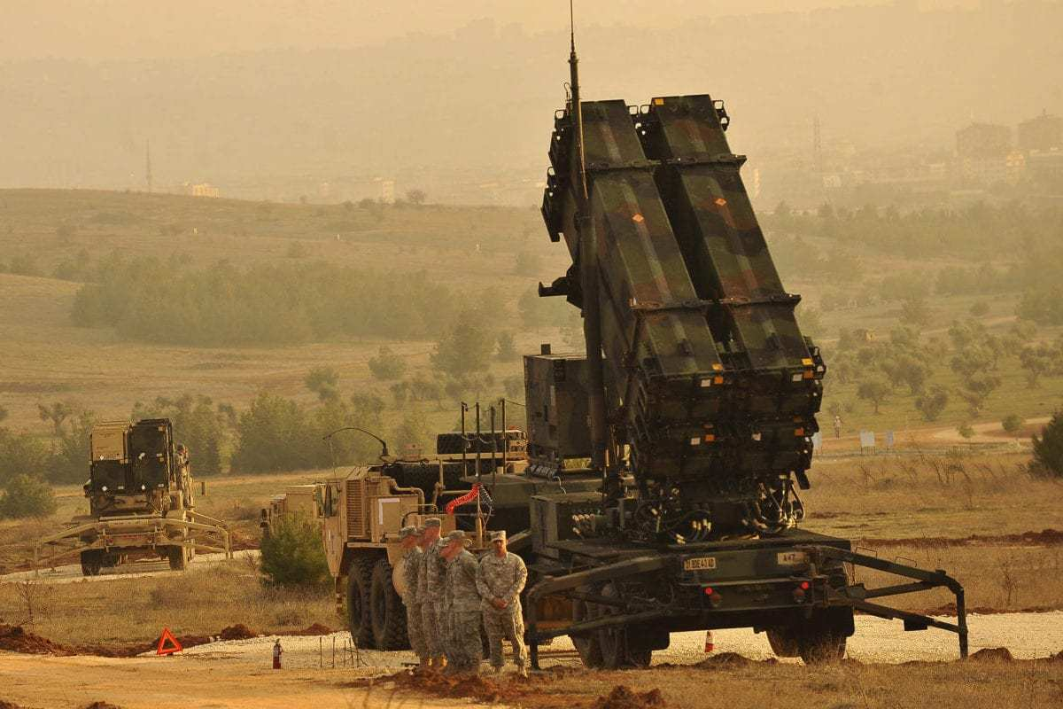US Service members stand by a Patriot missile battery in Gaziantep, Turkey, Feb. 4, 2013, during a visit from US Deputy Secretary of Defense Ashton B. Carter, (not shown) [Glenn Fawcett / US DoD]