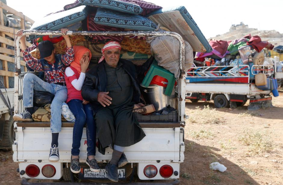 Refugees prepare to return to Syria from the Lebanese border town of Arsal, Lebanon 28 June, 2018 [Mohamed Azakir/Reuters]