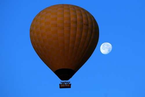 Tourists took flights through thermal balloons in the Cappadocia region in Turkey [Behçet Alkan/Anadolu Agency]