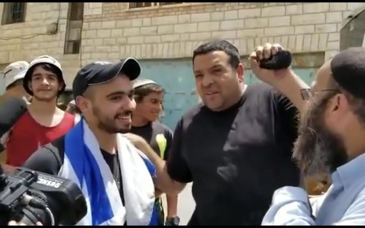 Settlers give Hebron shooter, Elor Azaria, a hero's welcome as he revisits the spot where he shot and killed a motionless Palestinian man [YouTube]