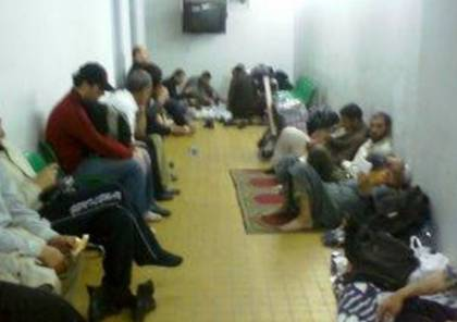 Detention room at Cairo International Airport where Gaza-bound Palestinian males are held pending the opening of the Rafah crossing [Sama news]