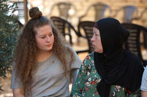 Palestinian teenager Ahed al-Tamimi (L) and her mother Nariman Tamimi (R) speak during an exclusive interview in Nabi Salih village of Ramallah, West Bank on 2 August, 2018 [İssam Rimawi/Anadolu Agency]