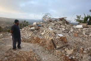 A Palestinian inspects the home of Muhammad Tarek Ibrahim Dar Yusuf, who allegedly killed a settler in a stabbing attack, after it was brought down by Israeli forces in Kubar village north of Ramallah, West Bank on 28 August, 2018 [Issam Rimawi/Anadolu Agency]