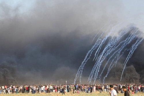 Protestors seen at the Gaza-Israel border, gathered as part of the continuing 'Great March of Return' on August 17, 2018 [Mohammad Asad / Middle East Monitor]