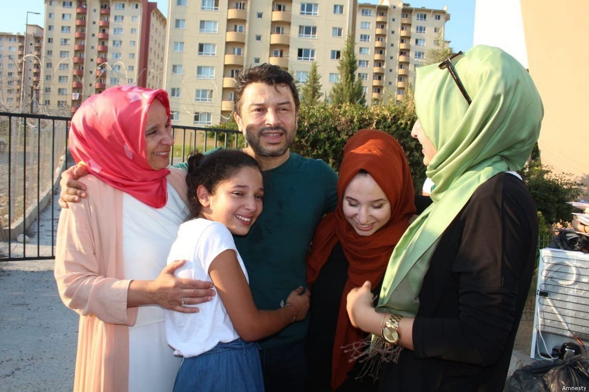 Chairman of Amnesty International in Turkey, Taner Kılıç with his family [Amnesty]