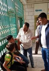Palestinians children are injured after Israeli forces fired tear gas during a school raid in Hebron, West Bank on 10 September 2018 [Ma'an News Agency]