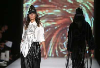 A model presents designer Tuba Ergin's creation during the Mercedes-Benz Fashion Week - Spring/Summer 2019 at the Zorlu Center in Istanbul, Turkey on 13 September, 2018 [İslam Yakut/Anadolu Agency]