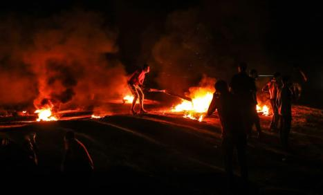 Palestinian protesters burn tires in response to Israel's attack on Palestinians during the Great March of Return in Gaza City, Gaza on 20 September 2018 [Ali Jadallah/Anadolu Agency]