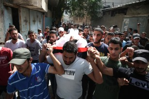 "Palestinians carry the dead body of Muhammed Esref el-Avavide, who was killed by Israeli soldiers during ""Great March of Return"" demonstrations, during his funeral ceremony at Al Bureij Refugee Camp in Gaza City, Gaza on September 29, 2018. ( Hassan Jedi - Anadolu Agency )"
