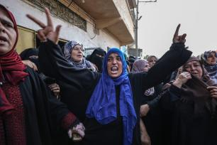 "Relatives of Nasser Azmi Musbih (12), who was killed by Israeli soldiers during ""Great March of Return"" demonstrations, mourn during his funeral ceremony in Khan Yunis, Gaza on September 29, 2018. ( Ali Jadallah - Anadolu Agency )"