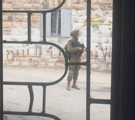 Israeli forces fired tear gas a Palestinian school during a raid in Heron, West Bank on 10 September 2018 [Ma'an News Agency]