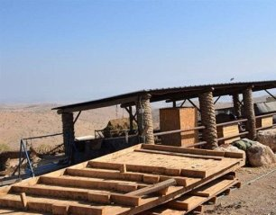 Israeli settlers build houses in Jordan Valley [Maan News]