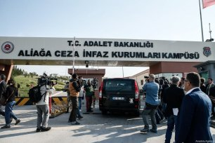 Turkish soldiers stand guard outside Aliaga Prison and Courthouse complex ahead of trial of American pastor Andrew Brunson, who is facing terrorism-related chargers in Turkey, on Friday in western Izmir province on October 12, 2018 [Mahmut Serdar Alakuş / Anadolu Agency]
