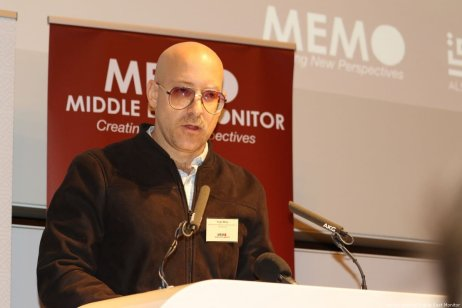 Journalist Hugh Miles speaks at MEMO and Al-Sharq Forum's event in London 'Remembering Jamal' on 29 October 2018 [Jehan Alfarra/Middle East Monitor]