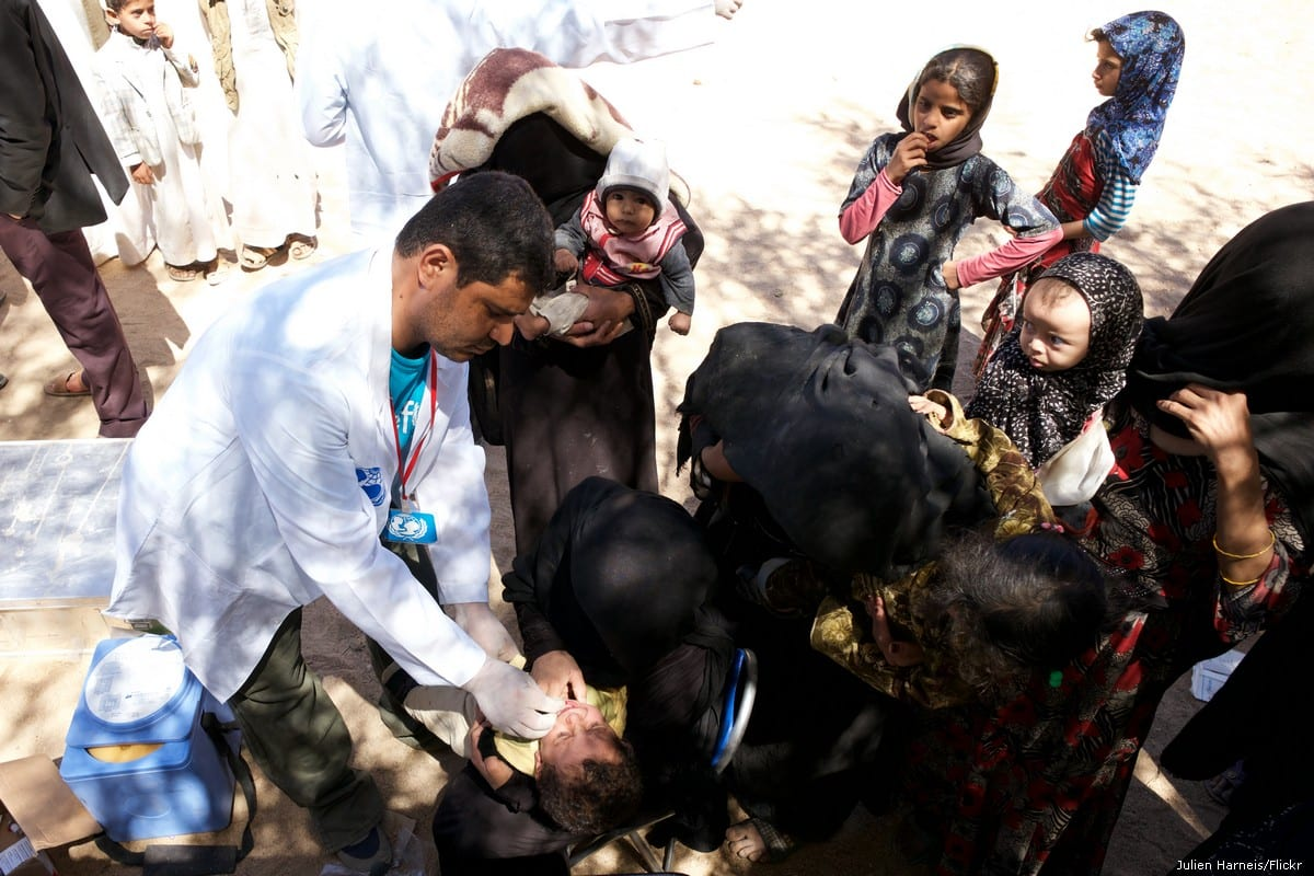 A doctor treats Yemeni children in Taiz, Yemen on 9 March 2016 []Julien Harneis/Flickr