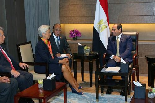 Egyptian President Abdel Fattah el-Sisi (R) meets with Managing Director of the International Monetary Fund (IMF) Christine Lagarde (2nd L) during their meeting as part of the G20 Leaders' Summit in Hangzhou, China on 3 September, 2016 [Egyptian Presidency Press Office/Anadolu Agency]