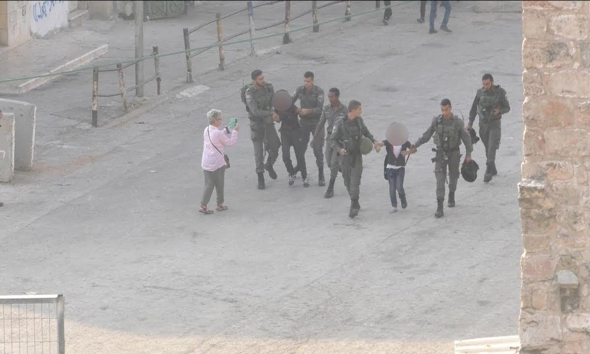 Israel forces detain Palestinian kids on way to school