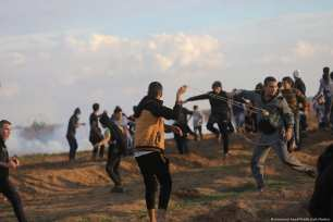 Palestinians protest during the Great March of Return at the Gaza-Israel border on 23 November 2018 [Mohammed Asad/Middle East Montior]