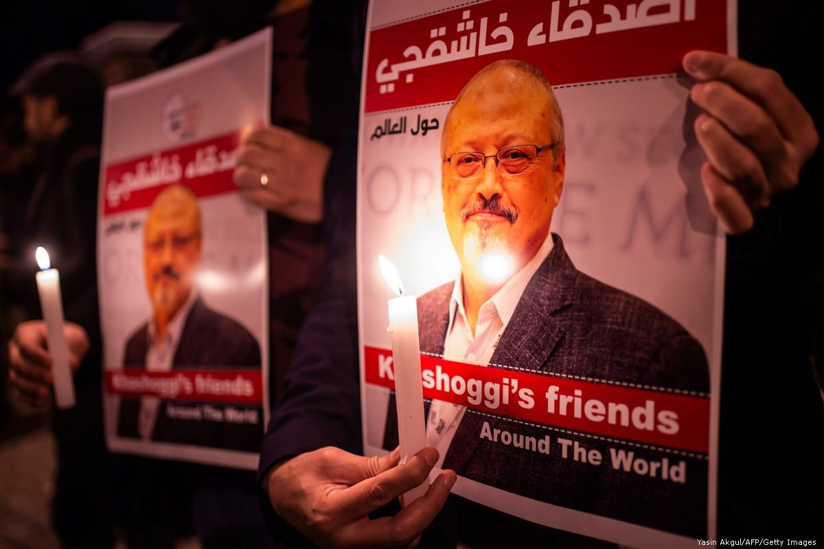 A candle light vigil to remember journalist Jamal Khashoggi outside the Saudi Arabia consulate on 25 October 2018 in Istanbul, Turkey [Chris McGrath/Getty Images]