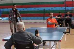 Disabled Palestinians compete in table tennis at an event run by the Rachel Corrie Initiative in Gaza on the 11th December 2018 [Mohammed Asad/Middle East Monitor]