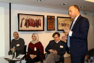 Palestinian ambassador to UK Husam Zomlot (R), Karl Sabbagh (CR), Jehan Alfarra (CL) and Ibrahim Muhtadi (L) speak at the Palestinian History Tapestry event on 11 December 2018 [Middle East Monitor]