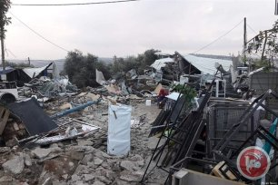 Israeli bulldozers demolished five Palestinian-owned commercial buildings, on Tuesday, in the Haris village, west of the northern occupied West Bank district of Salfit. [Ma'an News]