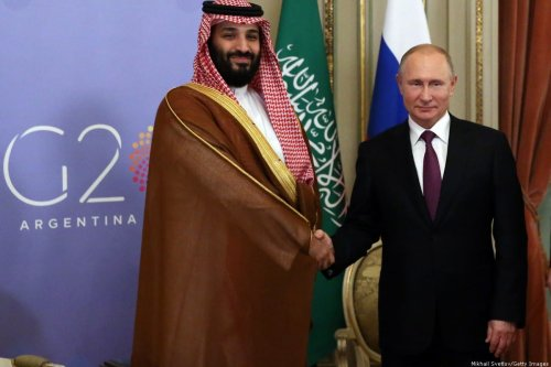Russian President Vladimir Putin (R) shakes hands with Saudi Arabia Prince Mohammad bin Salman Al Saud (L) during their bilateral meeting at the G20 Summit in Buenos Aires, Argentina, 1 December 2018 [Mikhail Svetlov/Getty Images]
