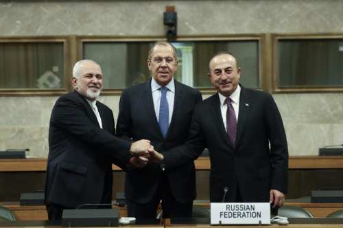 Minister of Foreign Affairs of Turkey, Mevlut Cavusoglu (R), Minister of Foreign Affairs of Russia, Sergei Lavrov (C) and Iranian Foreign Minister Javad Zarif (R) pose for a photo during a meeting to discuss setting up a committee to draft a new constitution as part of talks on Syrian crisis at United Nations Office in Geneva, Switzerland on 18 December 2018. [Fatih Aktaş - Anadolu Agency]