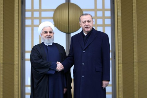 Turkish President Recep Tayyip Erdogan (R) and President of Iran, Hassan Rouhani (L) shake hands during an official welcoming ceremony at Presidential Complex in Ankara, Turkey on 20 December 2018. [Halil Sağırkaya - Anadolu Agency]