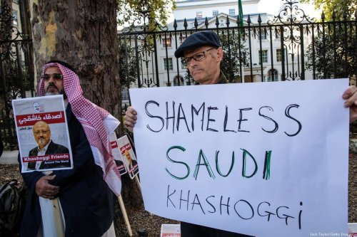 Protesters holding placards demonstrate against the killing of journalist Jamal Khashoggi outside the Saudi Arabian Embassy in London on 26 October 2018 [Jack Taylor/Getty Images]