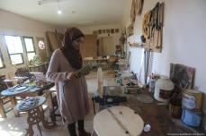 Walaa Abu Aisha a Palestinian carpenter in Gaza, can be seen creating her next artwork [Mohammed Asad/Middle East Monitor]