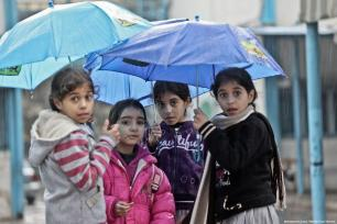 Gazans seen going about their day as heavy rainfall hits Gaza City, Gaza on December 29, 2018 [Mohammed Asad / Middle East Monitor]
